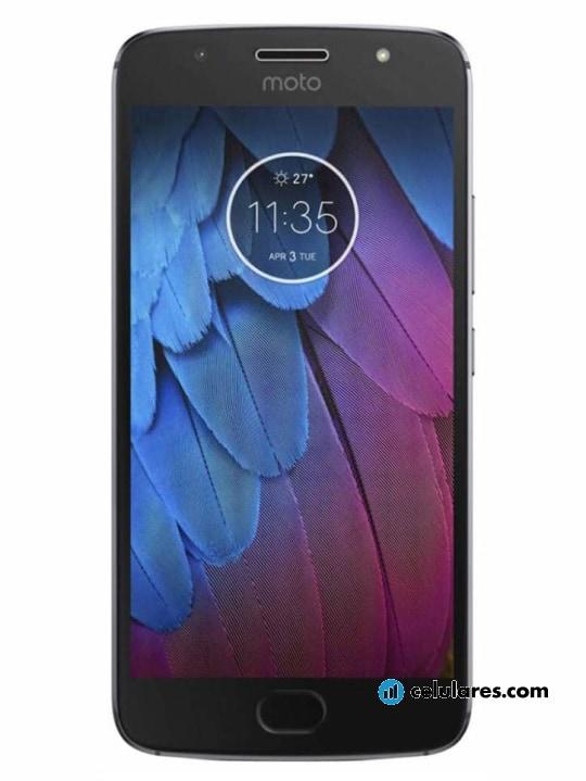 Fotografía grande Varias vistas del Motorola Moto G5S Plus Gris y Dorado. En la pantalla se muestra Varias vistas